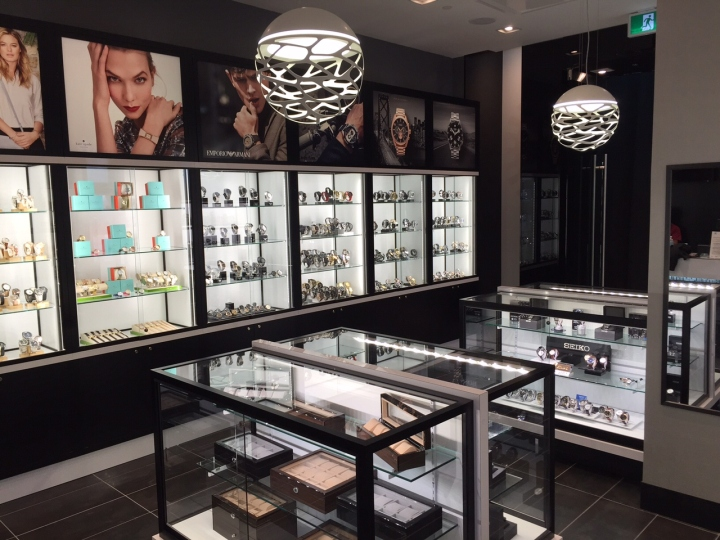 WATCH-IT-Store-by-Dehaan-Design-Company-Toronto-Canada-03