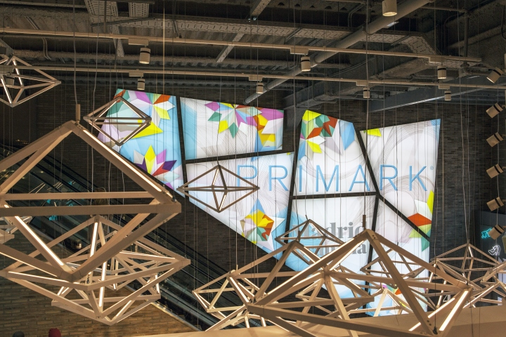 Primark-Gran-Via-Lighting-Feature-by-Unibox-Retail-and-Dalziel-Pow-Madrid-Spain