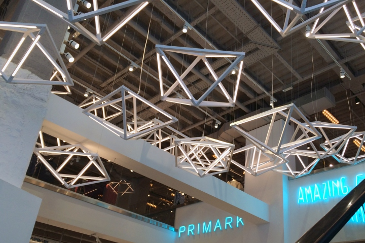 Primark-Gran-Via-Lighting-Feature-by-Unibox-Retail-and-Dalziel-Pow-Madrid-Spain-02