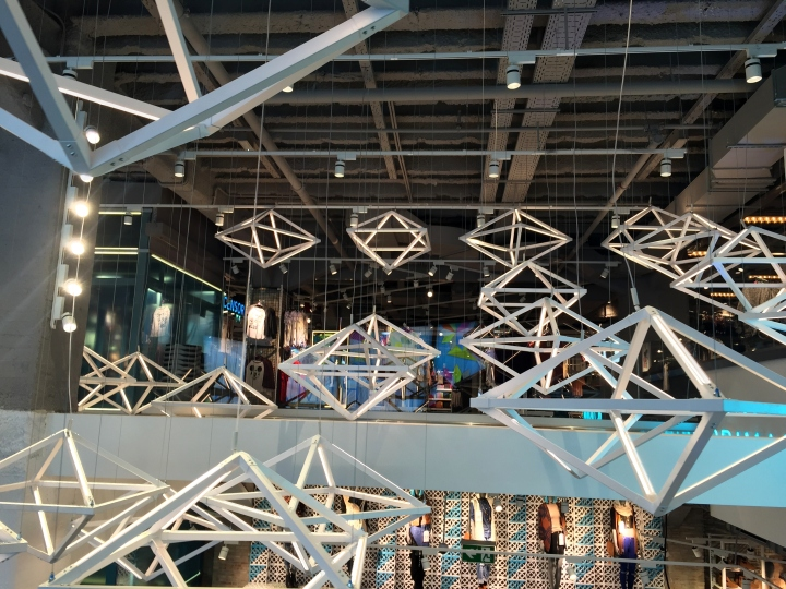 Primark-Gran-Via-Lighting-Feature-by-Unibox-Retail-and-Dalziel-Pow-Madrid-Spain-05
