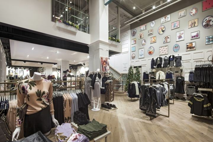 Oasis-flagship-store-at-Tottenham-Court-Road-by-Dalziel-Pow-London-UK