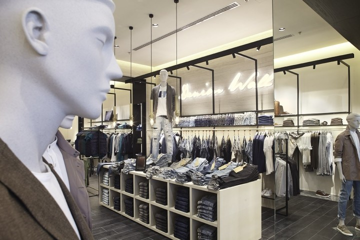 Liu-Jo-store-at-Arese-department-store-by-Christopher-G-Ward-Milan-Italy-04
