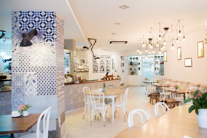 Tartela-cake-shop-coffee-shop-by-ECMInteriorismo-Barcelona-Spain
