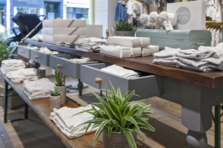 Mamas-Papas-showroom-by-Dalziel-Pow-London-UK-07