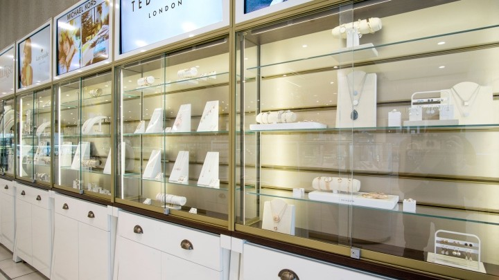 Fossil-Jewellery-store-by-Global-Display-London-UK-03