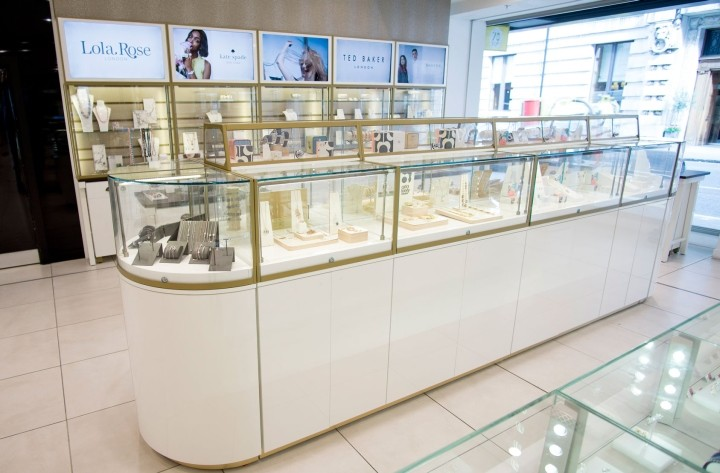Fossil-Jewellery-store-by-Global-Display-London-UK-04