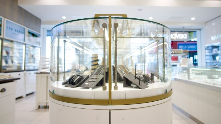 Fossil-Jewellery-store-by-Global-Display-London-UK-05