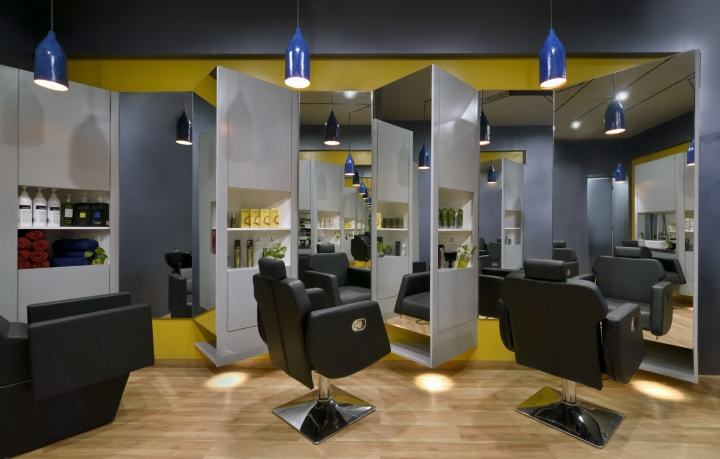 Cutting-Edge-Unisex-hair-studio-by-The-Crossboundaries-Vadodara-India-03