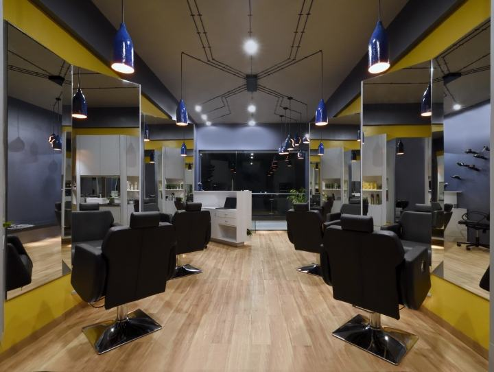 Cutting-Edge-Unisex-hair-studio-by-The-Crossboundaries-Vadodara-India-05