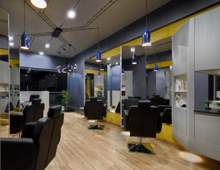 Cutting-Edge-Unisex-hair-studio-by-The-Crossboundaries-Vadodara-India-06