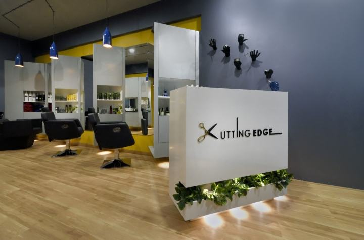 Cutting-Edge-Unisex-hair-studio-by-The-Crossboundaries-Vadodara-India-09