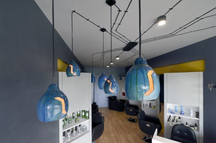 Cutting-Edge-Unisex-hair-studio-by-The-Crossboundaries-Vadodara-India-12