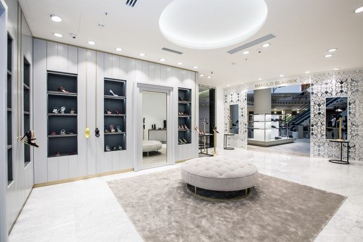 Manolo-Blahnik-store-by-Nick-LeithSmith-Moscow-Russia02