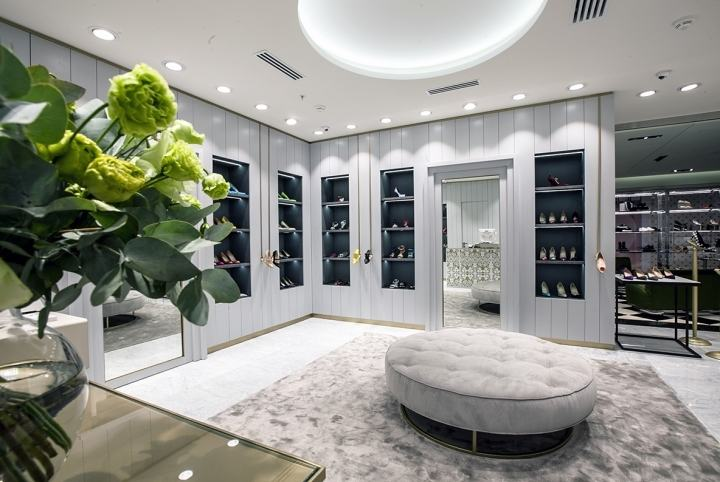 Manolo-Blahnik-store-by-Nick-LeithSmith-Moscow-Russia04