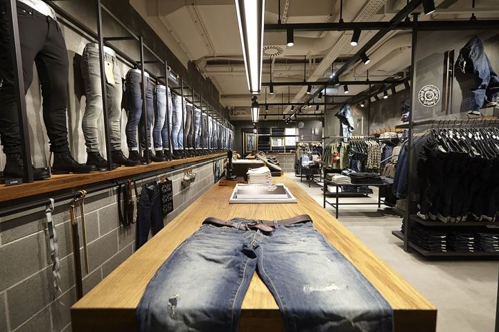 Jeans-Intelligence-Studio-by-RIIS-RETAIL-Salzburg-Austria