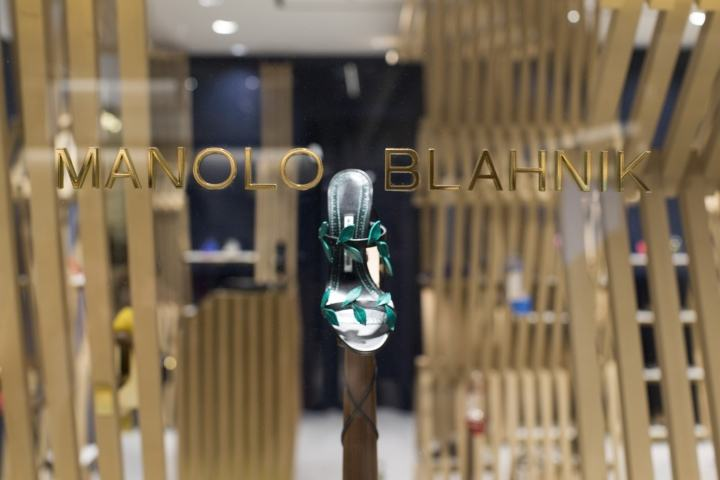 Manolo-Blahnik-store-at-Ginza-6-by-Nick-Leith-Smith-Tokyo-Japan04