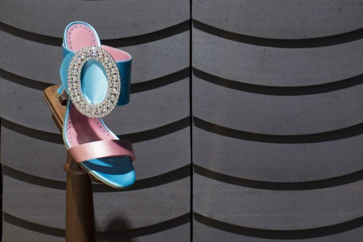 Manolo-Blahnik-store-at-Ginza-6-by-Nick-Leith-Smith-Tokyo-Japan12-1