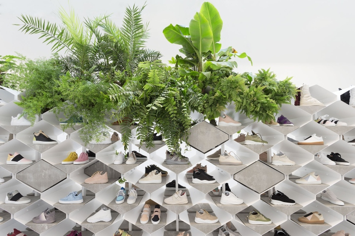 Filling-Pieces-showroom-by-Flip-Ziedses-des-Plantes-at-Paris-fashion-week04