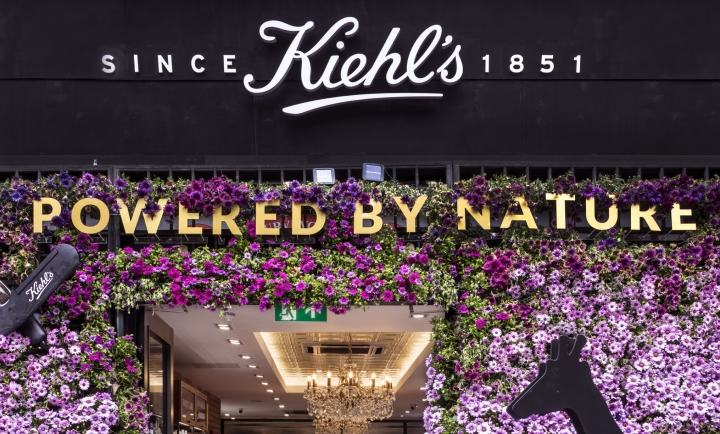 Kiehl-s-Floral-Safari-windows-by-Prop-Studios-London-UK02