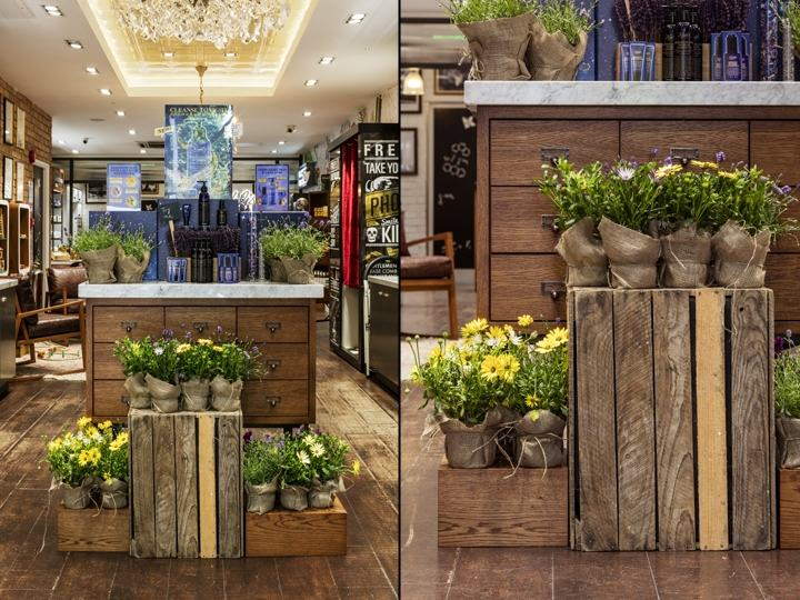 Kiehl-s-Floral-Safari-windows-by-Prop-Studios-London-UK04