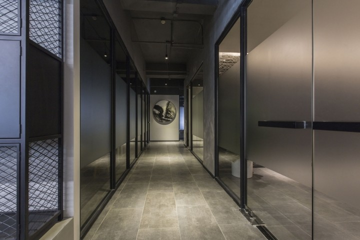 OUALLIN-clothing-office-by-Bernard-Space-Design-Tianan-Cyber-Park-Office-Showroom09