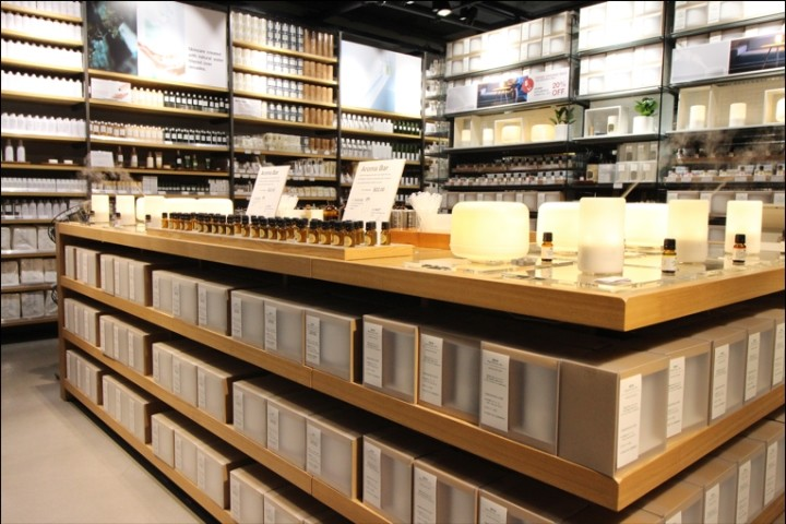 Muji-store-Vancouver-Canada05