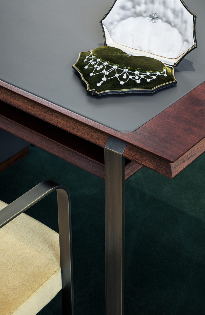 3-desk_detail_15_photo_Irina_Boersma_©Wartski_WaldoWorks_on-780x1197